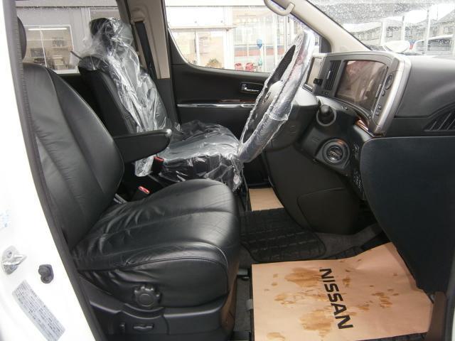 日産 エルグランド 250ハイウェイスター ブラックレザーエディション