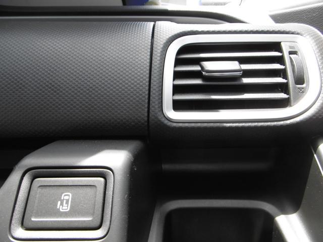 後席左側ワンアクションパワースライドドア[挟み込み防止機構付]はインパネのスイッチからも作動