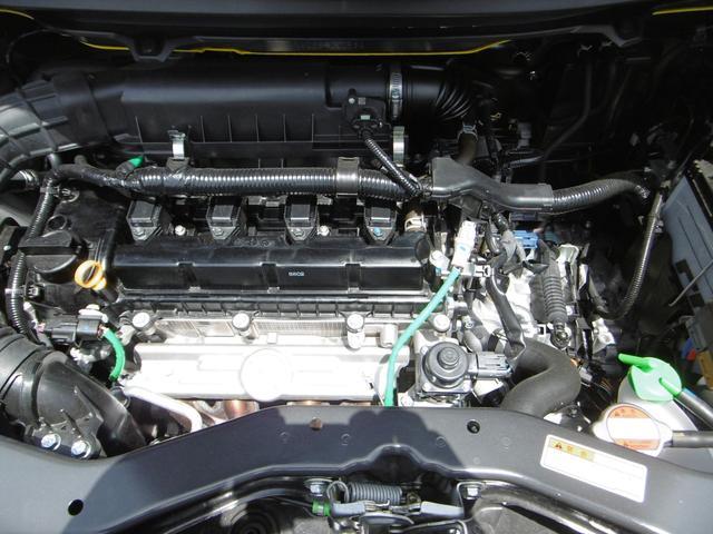 力強い走りと低燃費を両立させた1.2Lエンジンを搭載。燃費向上のため、圧縮比を高めるとともに機械的な摩擦を低減し、熱効率を徹底的に追求しました。また、4気筒なので振動も少なく、快適な室内空間です。