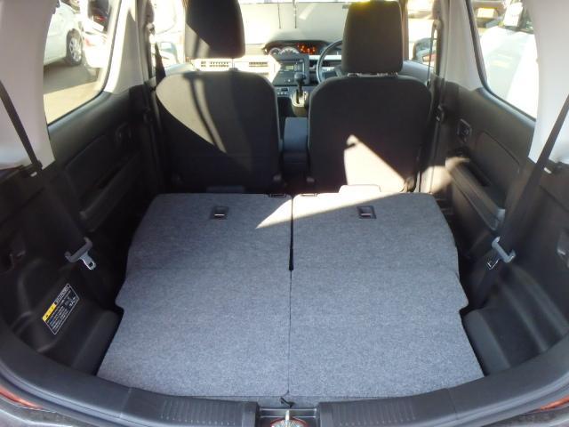 【2名乗車+大きな荷物】後部座席を倒せばここまでスペースが広がるので、大きな荷物を積む時にも大活躍です。
