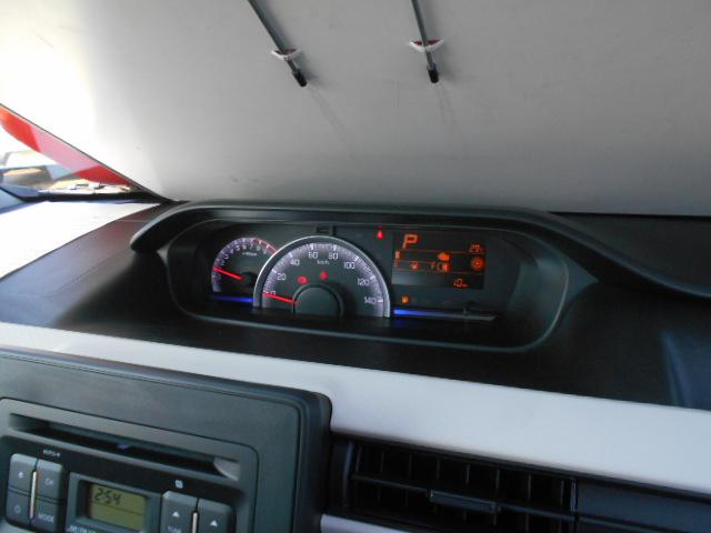 大きくて見やすいスピードメーター。視線移動の少ないセンターメーターなので、安全運転に貢献します。