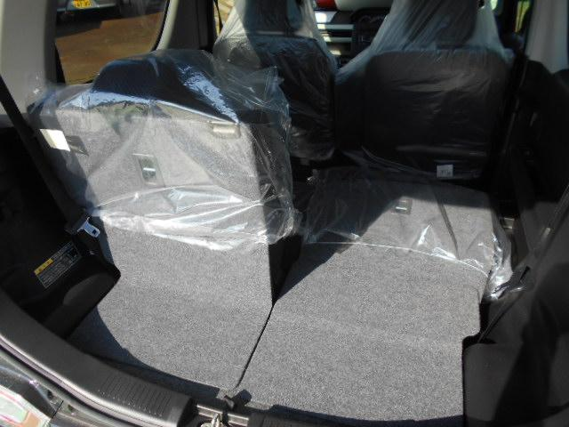 【3名乗車+長い荷物】後部座席を片側だけ倒せるので、長い荷物の時も安心です。