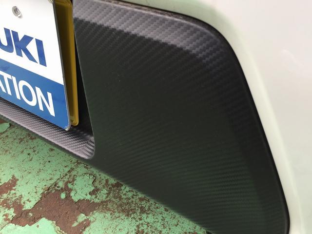 リヤバンパーは、カーボン調のデザインです。