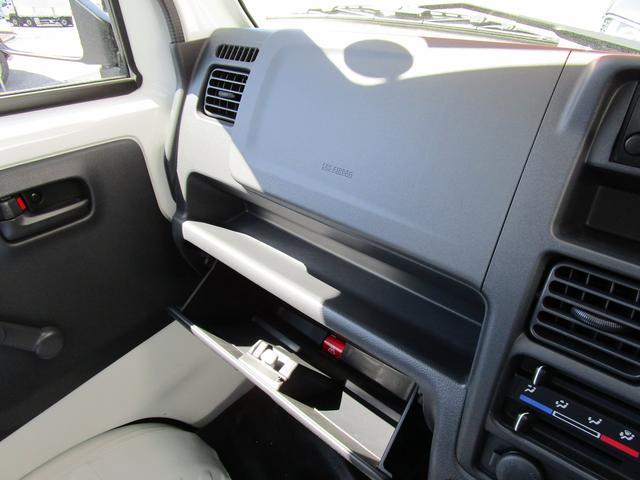 SRSエアバッグを運転席・助手席に標準装備。