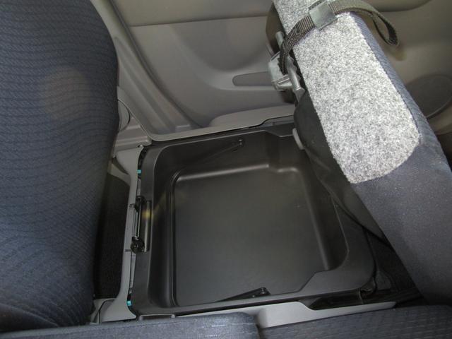 スズキ伝統の助手席シートアンダーボックス