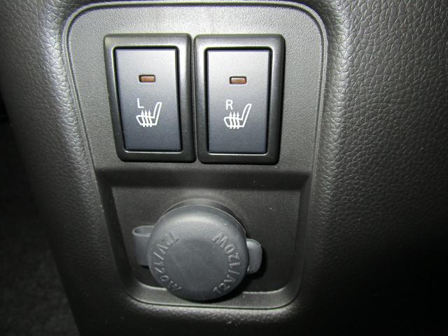 寒い季節にうれしい運転席/助手席シートヒータースイッチとアクセサリーソケット