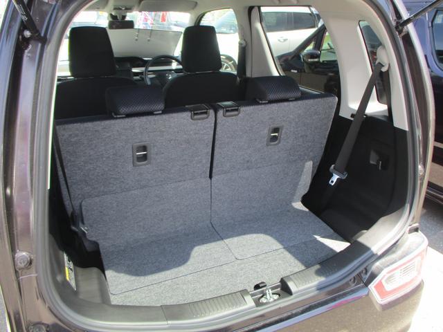 ラゲッジスペース。後ろの席を前に倒すことでスペースを拡張できます。