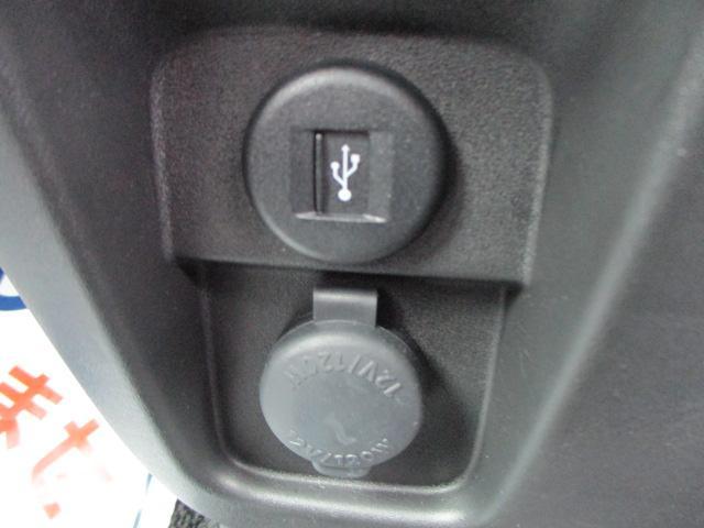 USBソケットやアクセサリーソケット搭載。