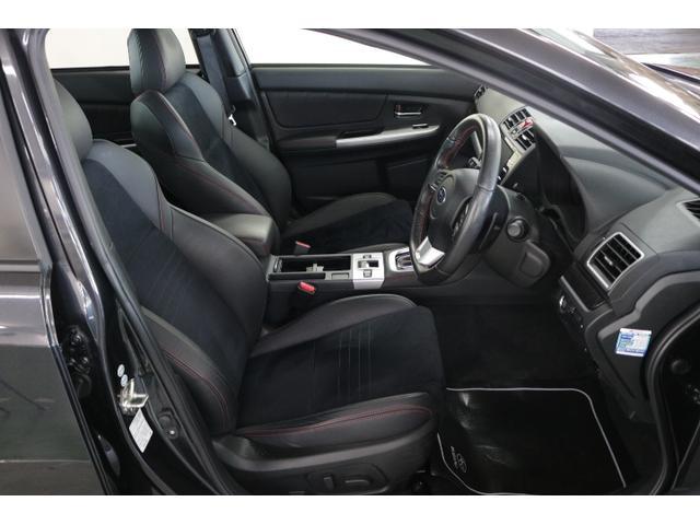 運転席はシートリフター付きで、自分に合ったポジションでの運転が可能です!それによって事故を未然に防ぐ効果もあります!