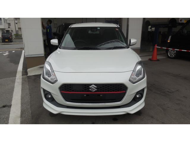 車体色はどなたでも乗りやすい人気のカラー、ピュアホワイトパールです!ヘッドライトはLEDです!
