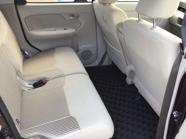クッション性も高く、深く座れるので運転する方はもちろん、助手席の方、後部座席の方もストレスなく乗れます。
