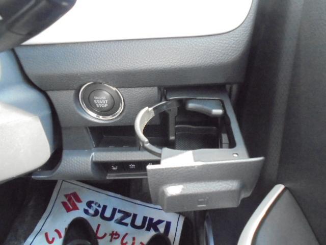 運転席横にドリンクホルダーがあります♪