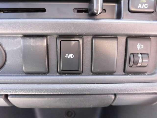なんと、4WDなのです。
