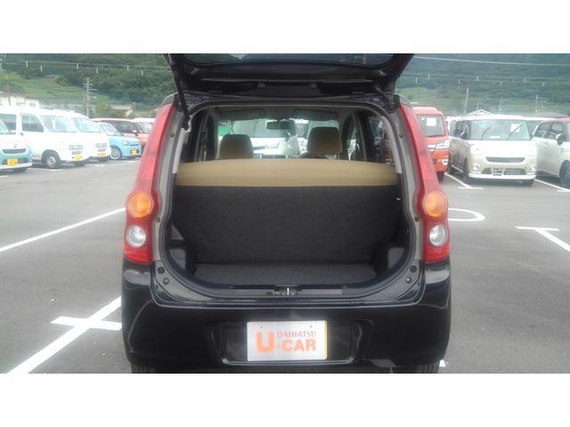 荷台も後部座席倒すと広いスペースで色々活用できます