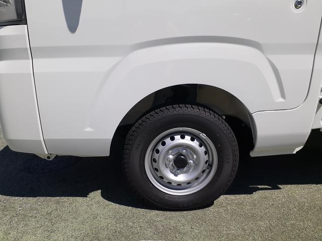 トラックのタイヤサイズ12インチです。
