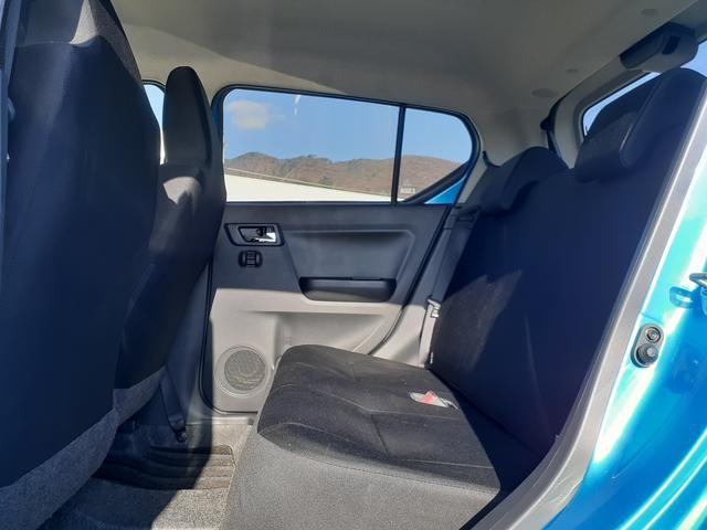 さすがにコンパクトモデルなので後部座席はちょっと狭いですね☆