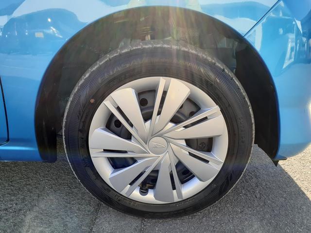 タイヤのサイズは155/65R14です。ダイハツの軽は結構このサイズですね。