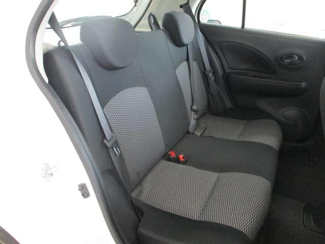 後部座席もシンプルなデザインで落ち付いた雰囲気です!