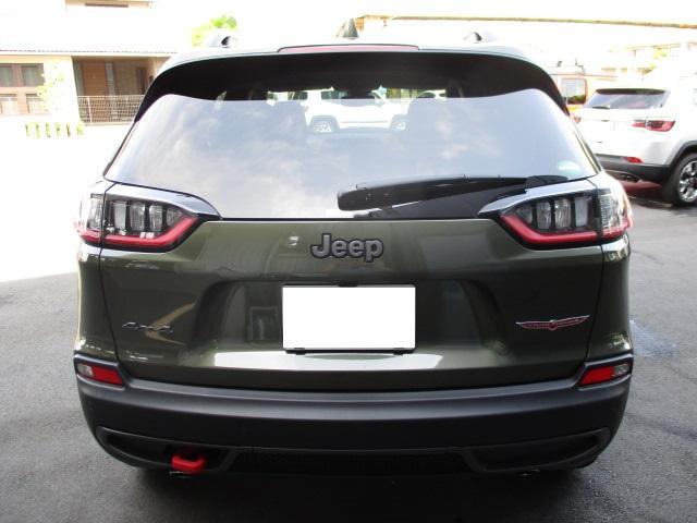 JeepR初のハンズフリー パワーリフトゲート機能装備。