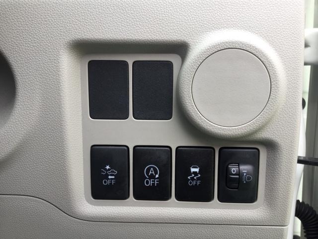 標準装備のアイドリングストップや衝突回避支援システムはハンドル脇にあるボタン