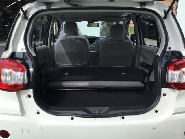後部座席のリクライニングをすれば荷物がたくさん積めます。