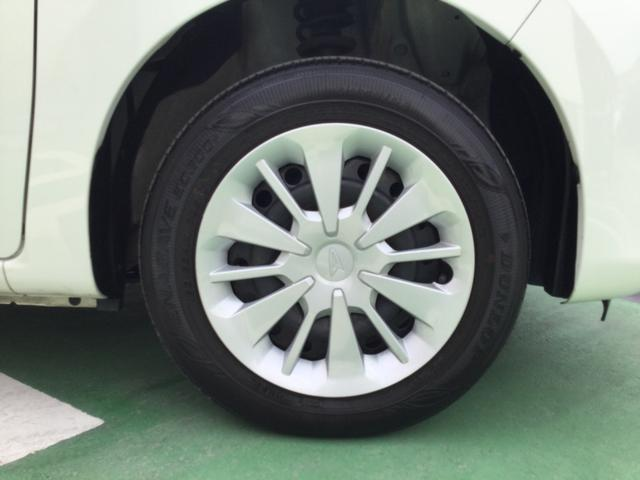 タイヤは14インチのフルホイールキャップです。