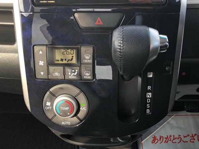カスタムRS トップエディションSAIII 両側電動スライドドア・ドライブレコーダー・ダイハツ純正ナビ・バックモニター・ETC・プッシュボタンスタート・オートエアコン・ステアリングスイッチ・シートヒーター・オートハイビーム・キーフリーシステム(11枚目)