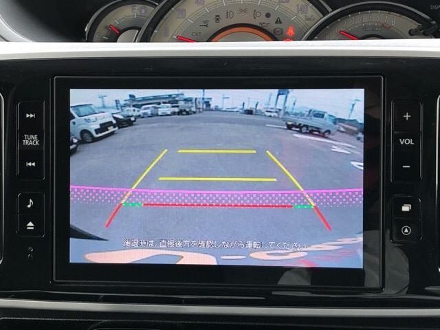 【バックモニター】車庫入れなど車を後進させる際に後方の映像を映し出すカメラで、その映像はカーナビの画面に映し出される便利な機能ですよ☆