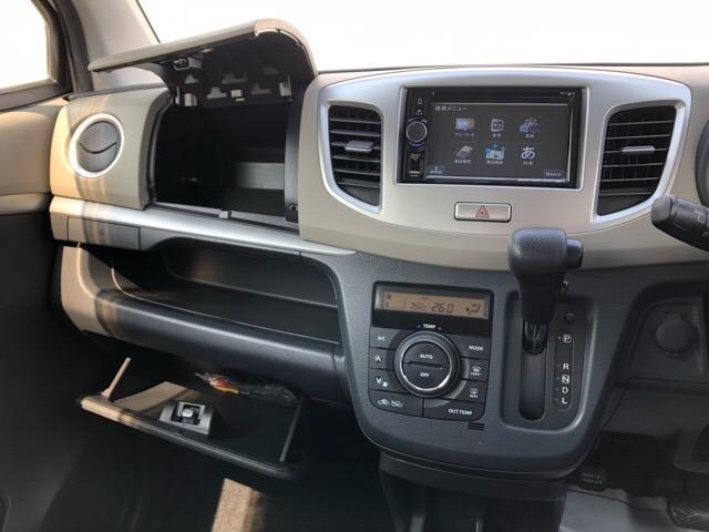 収納スペースが豊富にありますので室内をスッキリお使いいただけます!車にとって大切な、車検証や記録簿はココへ収納♪