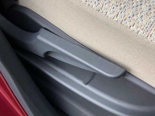 運転席は前後にスライドするだけでなく、シートの高さも調整出来るんです!自分の身長に合った運転姿勢を確保できると嬉しいですね!!