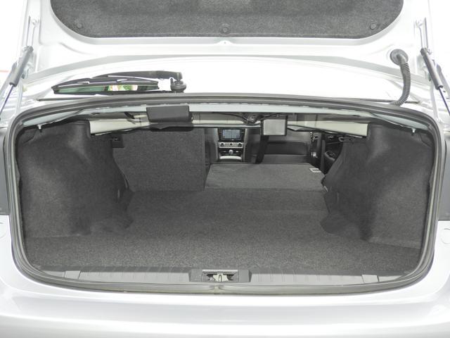 トランクも奥行があって容量あります。トランクスルー機能は標準装備。