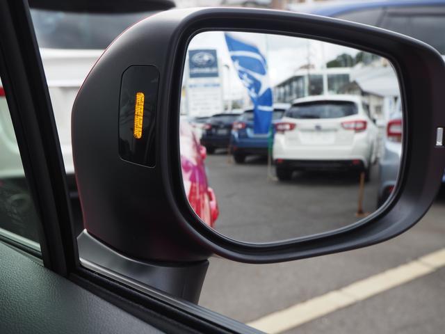左右後方からの車両接近を、ドアミラー付け根のLEDでお知らせしてくれます。