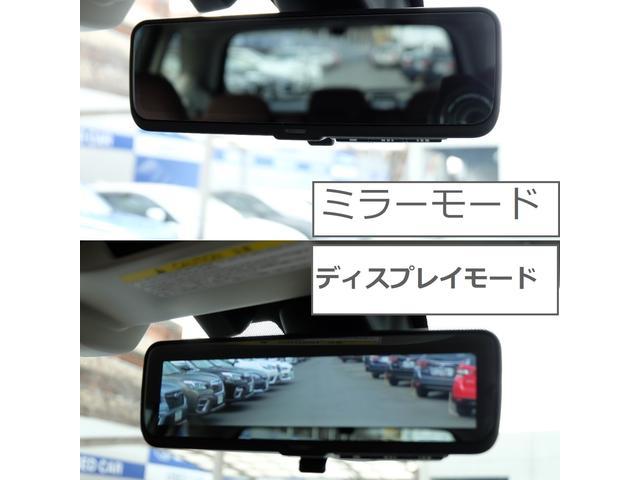 リアゲートガラスの内側に取り付けられたカメラの映像を、ルームミラーに表示。乗員や荷物で後方視界が遮られてしまう時、夕方や夜間悪天候などで後方が見えにくくなる場合でも、安全な後方確認をサポート致します。