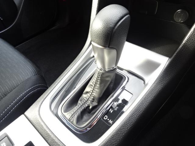 シンプルで操作がしやすいシフト回り♪操作のしやすさもスバル車の特徴です♪
