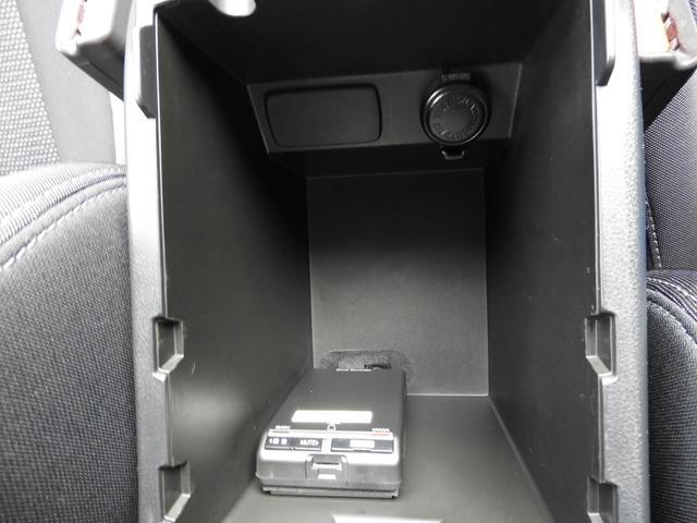 大容量のコンソールボックス!シガー電源付で便利!