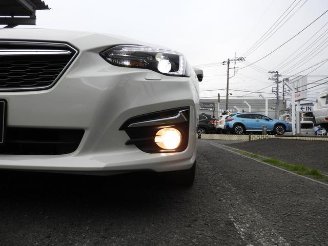光の直進性が高いLEDヘッドライトの為、明るい視界を確保♪寿命も長いのでヘッドライト切れのリスクも少ないです。