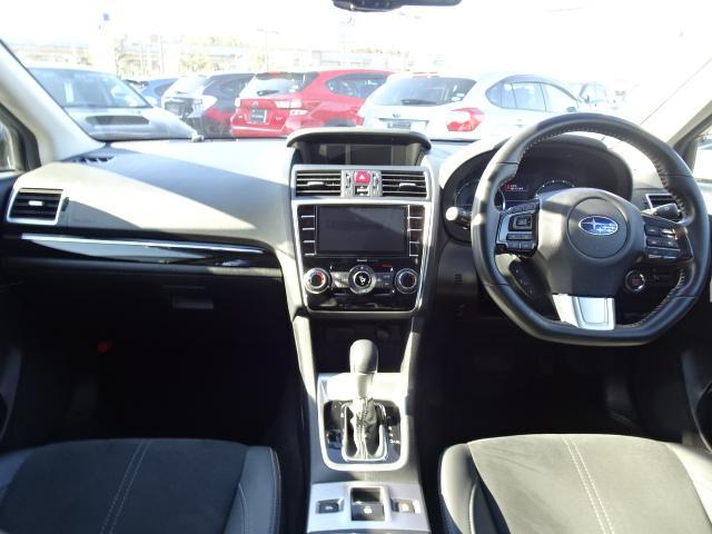 シンプルながら操作性が良いスバルの車は視界にも優れております♪運転のしやすは大事ですよね♪