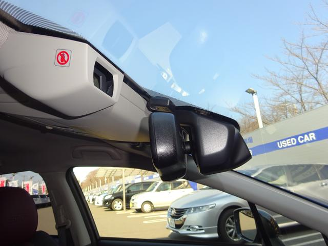 アイサイト(ver.3)は、ステレオカメラで常に前方を監視し、必要に応じて車両を制御することで安全運転をアシストする運転支援システムです。