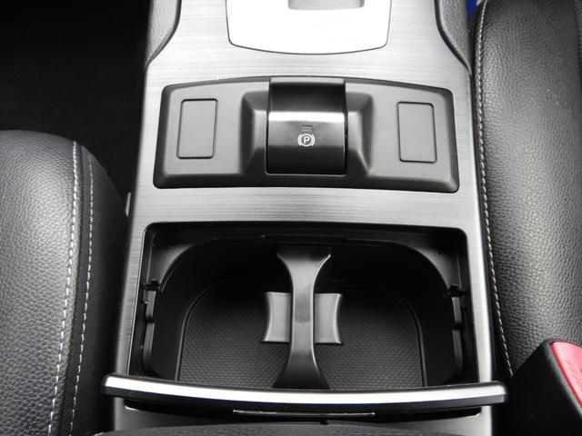 電動パーキングブレーキはレバーを引くだけでサイドブレーキがかかりますので、便利です。