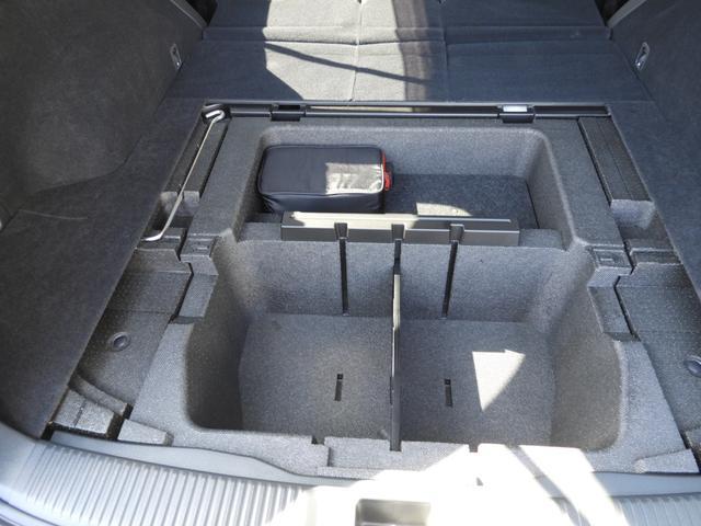 大容量サブトランクで洗車用バケツも格納可能