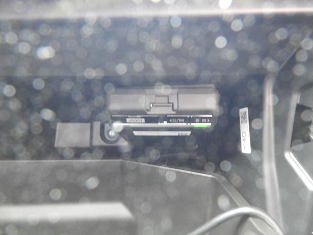 グローブボックス内にドライブレコーダーの本体が設置されています!