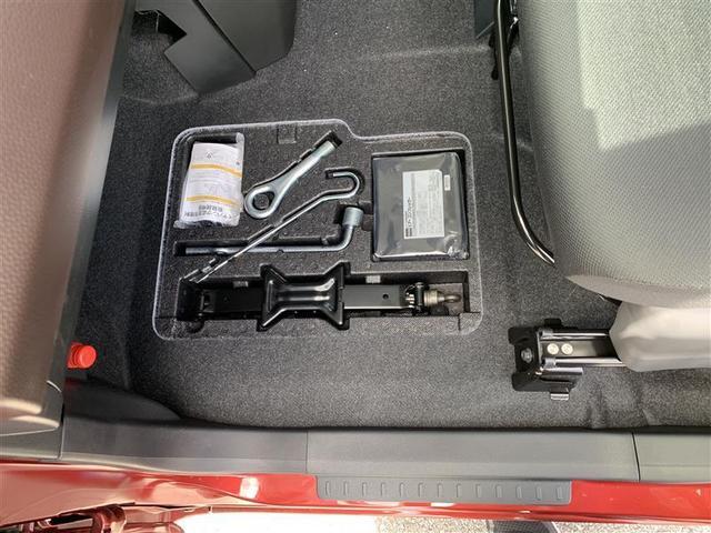 助手席足元に車載工具装備されてます。