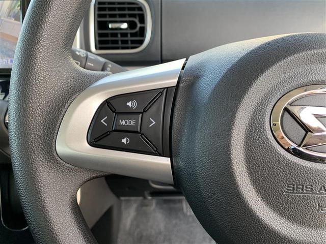 ステアリング・スイッチ左はオーディオモード切替やボリューム調整等