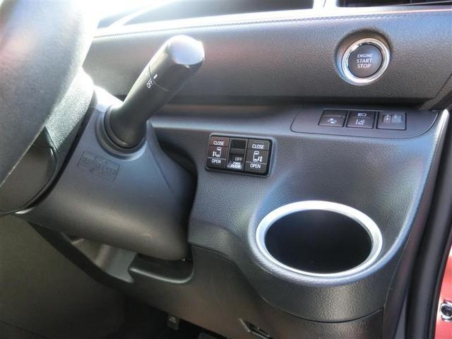 車内から開閉できる電動スライドドアスイッチ!ドアノブでも開閉できますが、お子様の乗降にはお父さん、お母さんの愛情をプラスして開閉してあげてください。