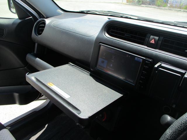 小さな台がございますので、車内での飲食も可能です♪