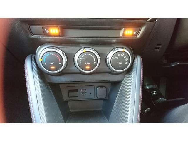 運転席&助手席にはシートヒター付!座面と背もたれを素早く温めます!
