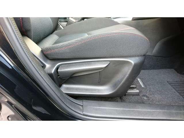 ラチェットレバー式運転席シートリフター!ドライバーの体形に合わせて、シートを上下調整できます!