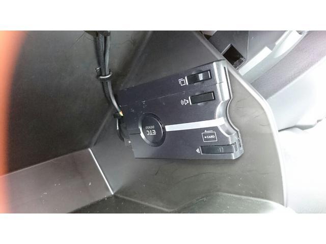 ETCが装着されています。再セットアップ後高速道路の料金所をノンストップで通過できて大変便利です。