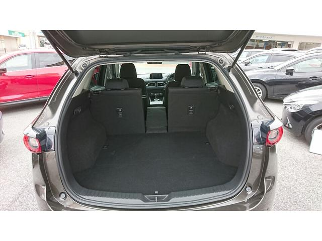 ゴルフバッグを4つ、72型スーツケースなら3つを積み込める505L(VDA方式、サブトランク含む)を確保。