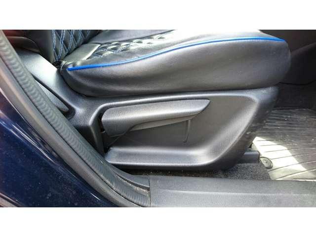 運転席ラチェットレバー式シートリフター装備!ドライバーの体形に合わせて上下調整が可能です!
